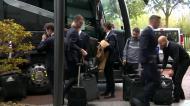 A chegada do Benfica a Lyon, com Vieira a liderar a comitiva