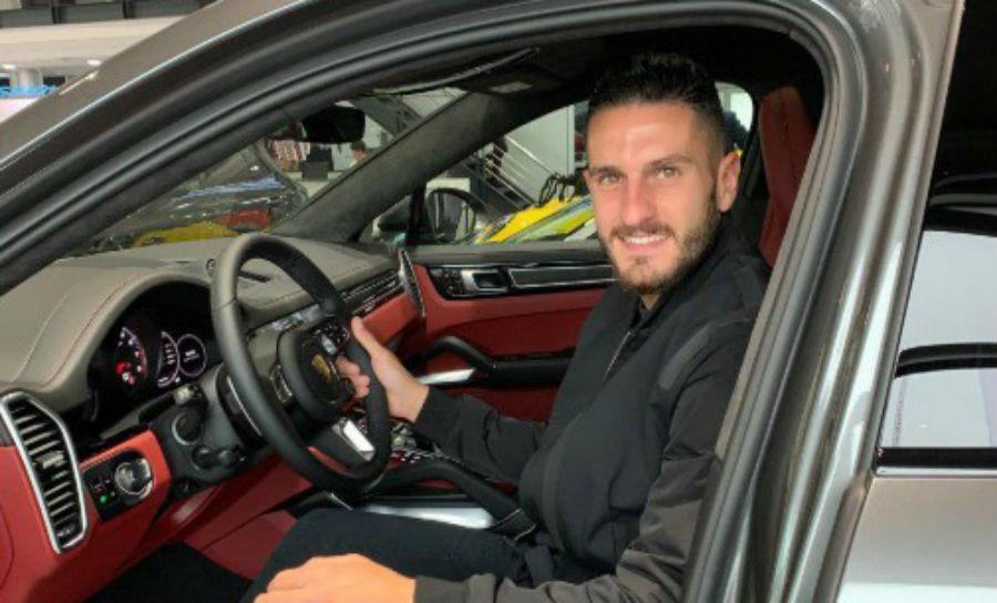 Koke e o seu novo Porsche (reprodução Twitter Porsche Madrod Oeste)