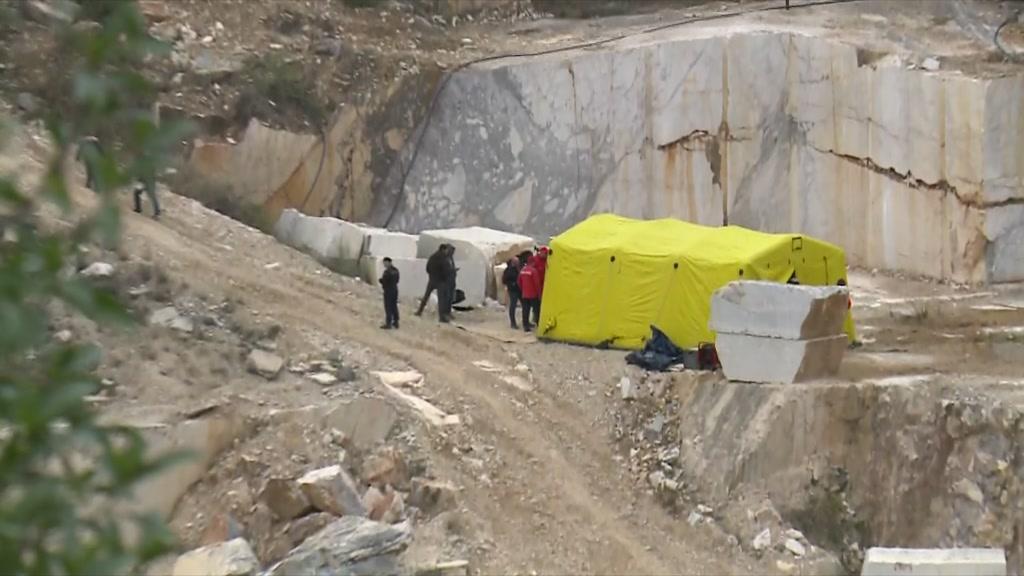 Retirado o corpo de condutor de máquina que caiu numa pedreira em Vila Viçosa - TVI24