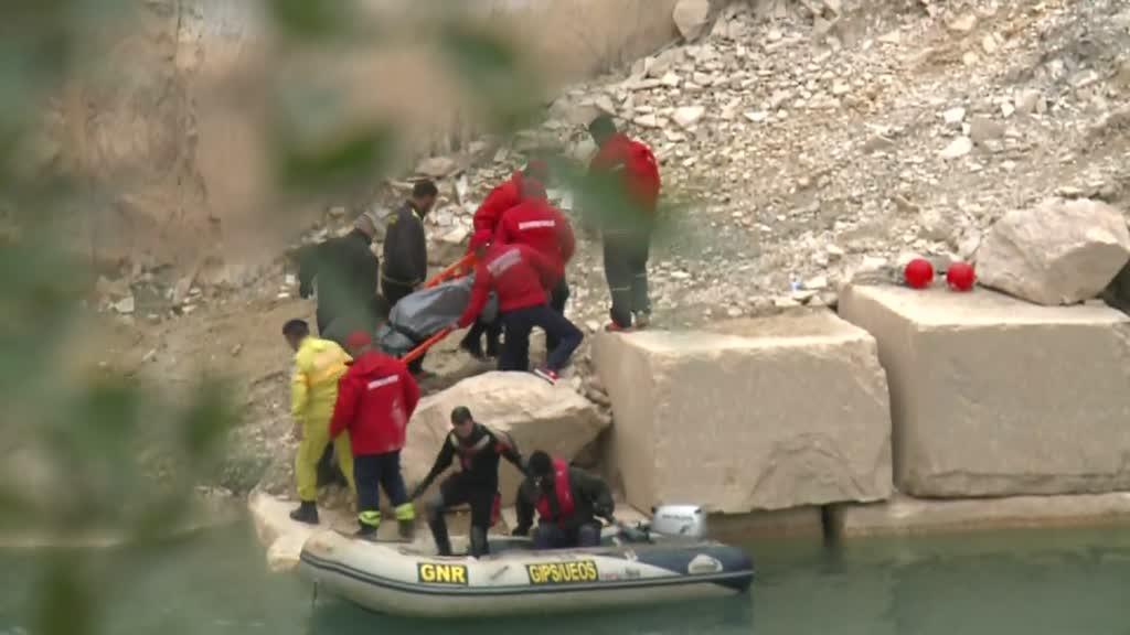 Mergulhadores da Proteção Civil resgataram corpo do trabalhador que caiu na pedreira - TVI24