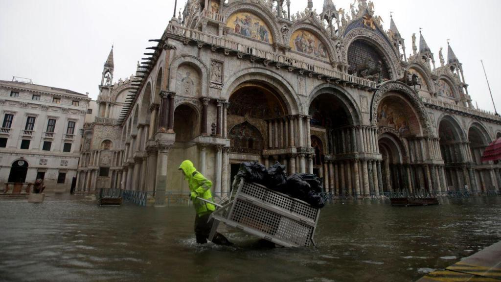 Cheias em Veneza chegaram à Basílica de São Marcos