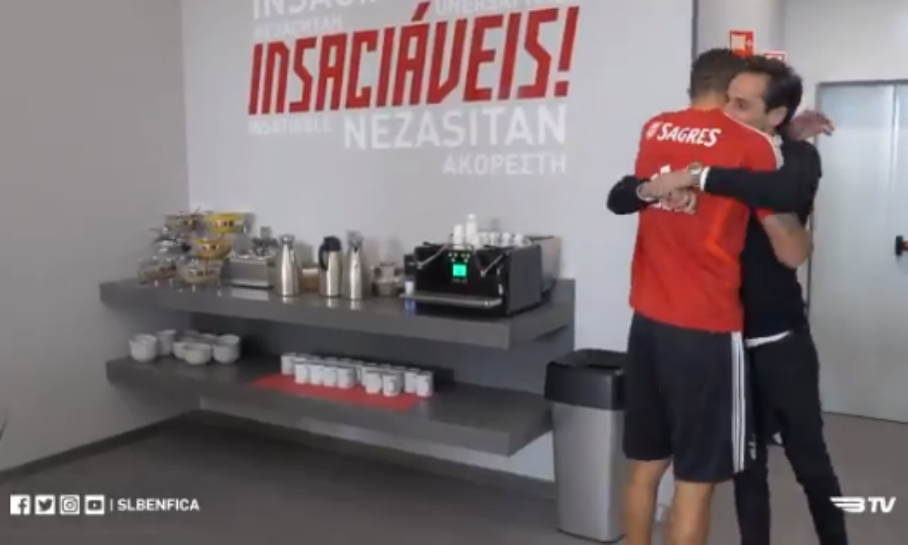 VÍDEO: Jonas regressou ao Seixal e visitou antigos companheiros - TVI24