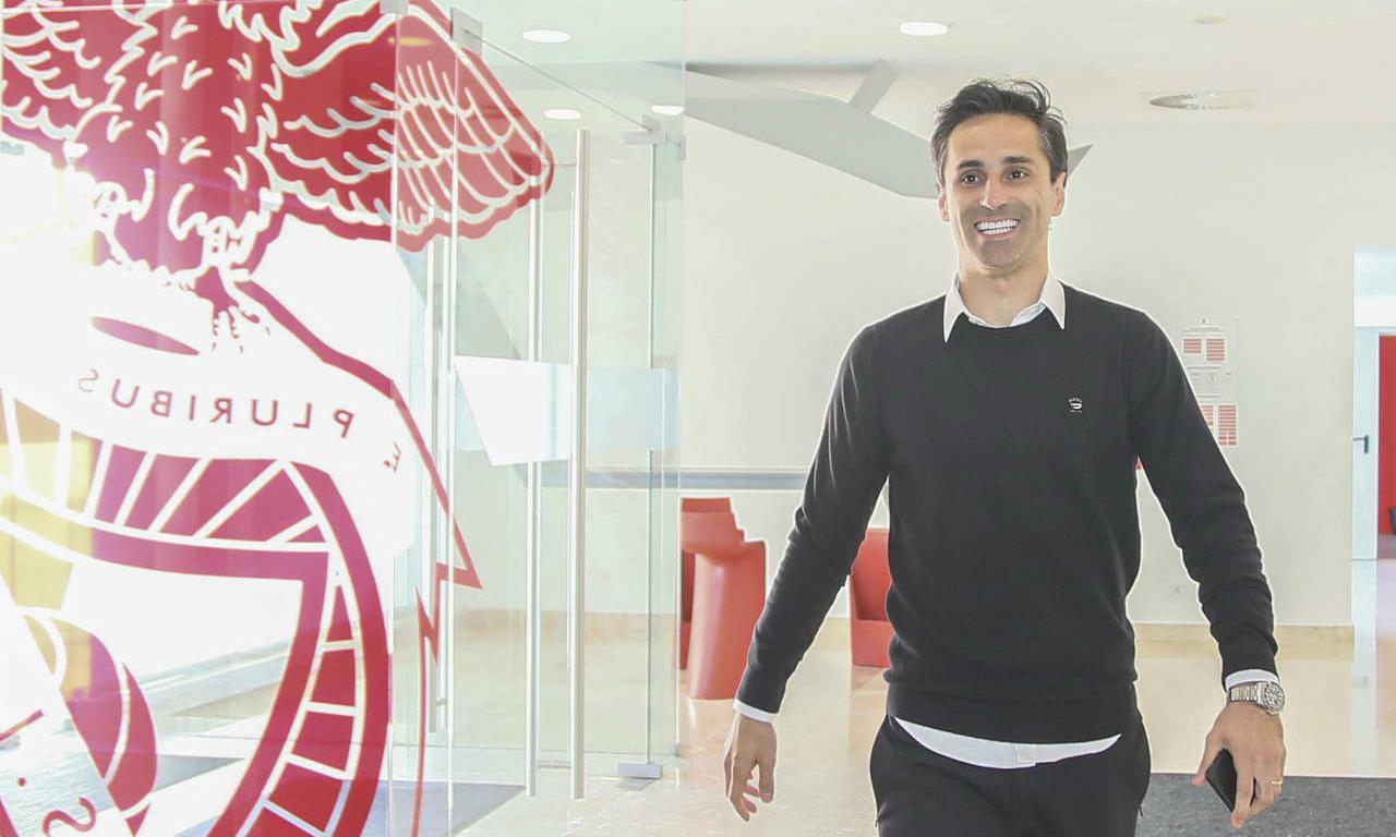 Jonas visita Seixal meio ano após último jogo da carreira no Benfica - Mais Futebol