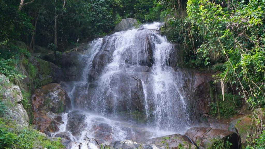 A cascata de Na Mueang 2