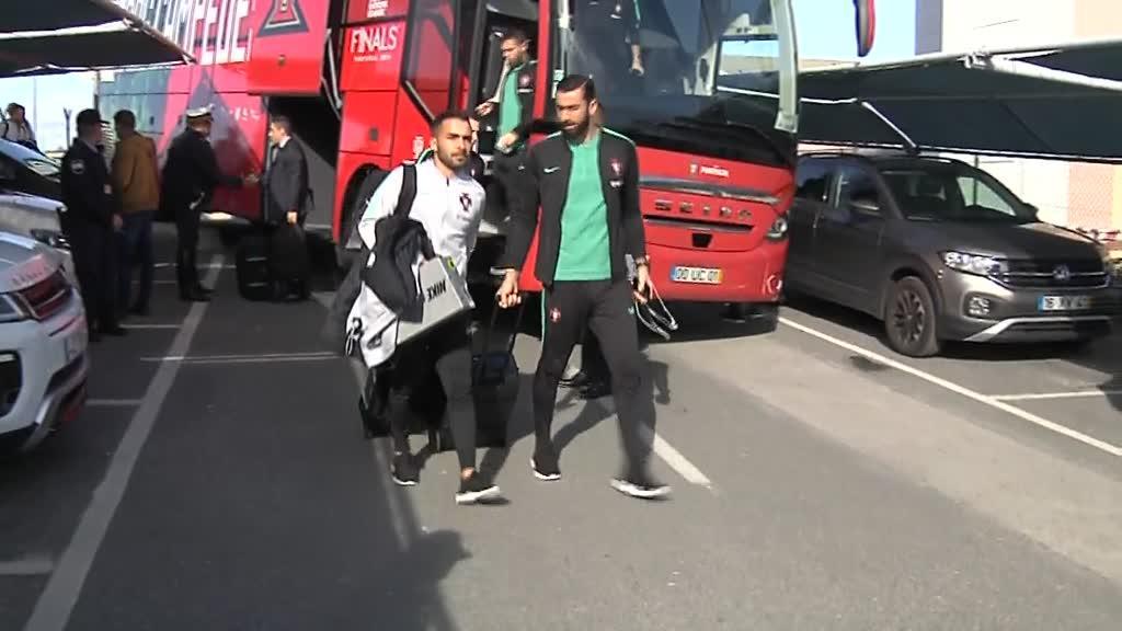 Seleção Nacional no Aeroporto de Faro à partida para o Luxemburgo - Mais Futebol