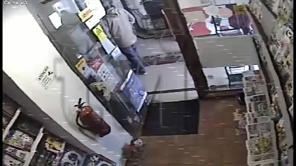 Vídeo mostra momento em que papelaria foi assaltada em Linda-a-Velha - TVI24