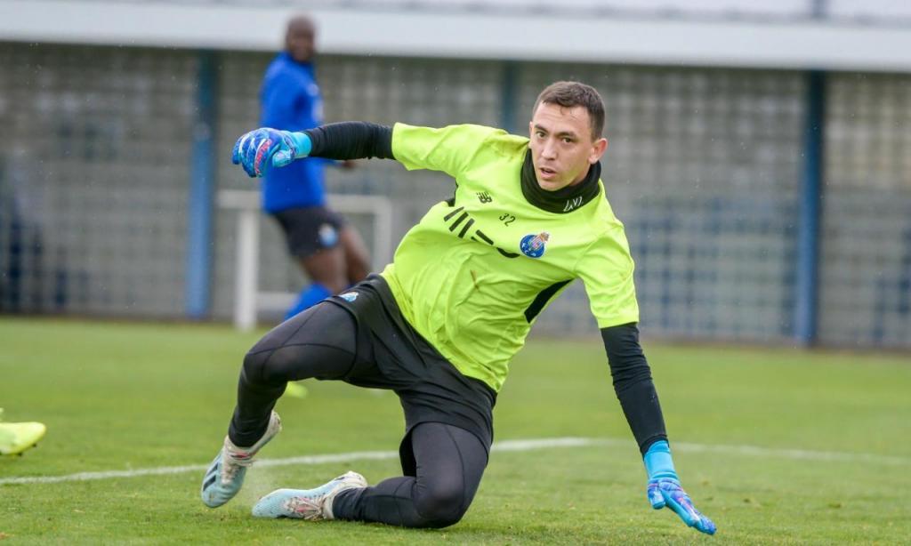 Marchesín e Saravia regressam aos treinos no FC Porto