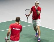 Shapovalov e Pospisil carimbaram a passagem do Canadá às «meias»