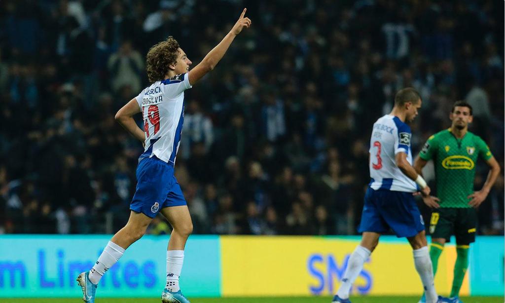 Fábio Silva, avançado de 17 anos que representa o FC Porto