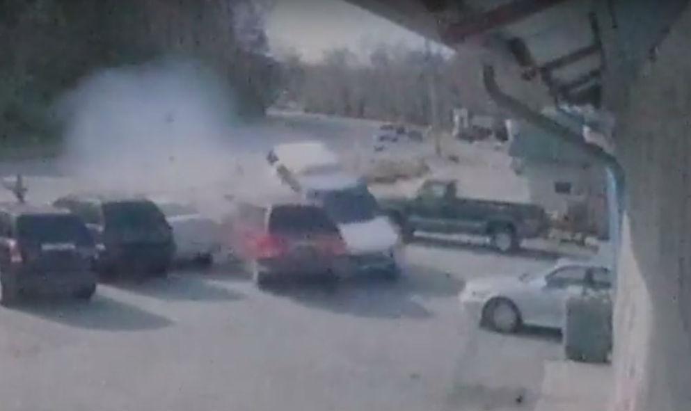 acidente com SUV de polícia (reprodução YouTube «CBS 17»)