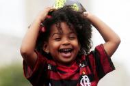 Flamengo conquista o Brasileirão. Um dia depois de garantir a Libertadores, e enquanto faz a festa nas ruas do Rio de Janeiro, o Flamengo recebe a notícia que é campeão brasileiro. Jorge Jesus continua a festejar.