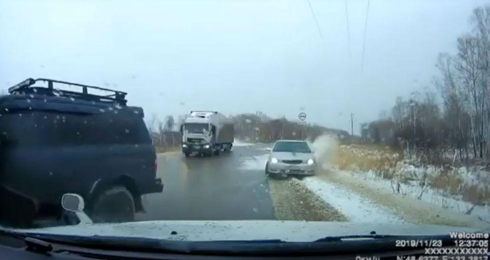 Acidente na Rússia (Reprodução Youtube)