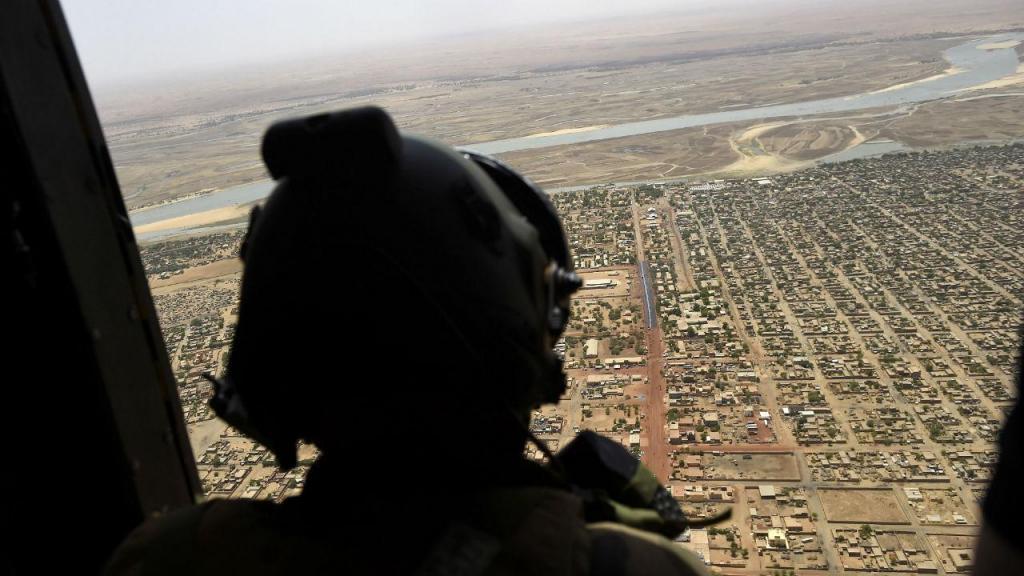 Colisão de dois helicópteros mata 13 militares franceses no Mali
