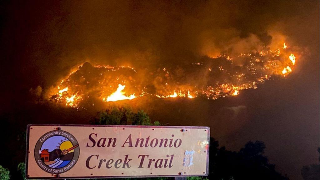 Incêndios na Califórnia obrigam milhares de residentes a fugir