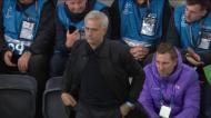VÍDEO: apanha bolas ajuda Mourinho e o treinador agradece-lhe