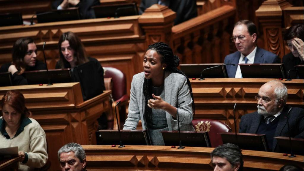 Joacine Katar Moreira no parlamento