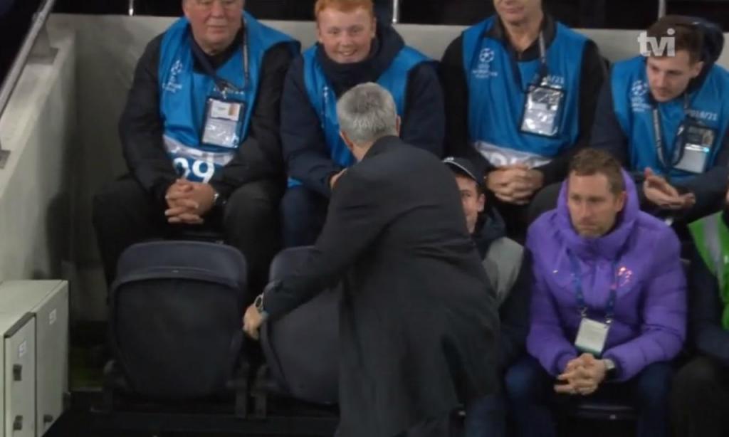 Mourinho e o apanha bolas