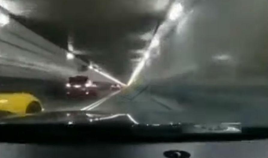 Acidente com dois Corvette (reprodução YouTube «ThisisButter»)