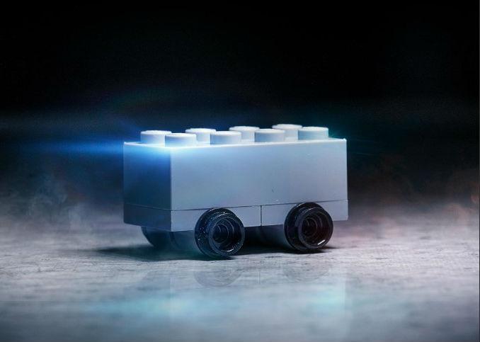 Versão Lego da pick-up blindada (reprodução Twitter)