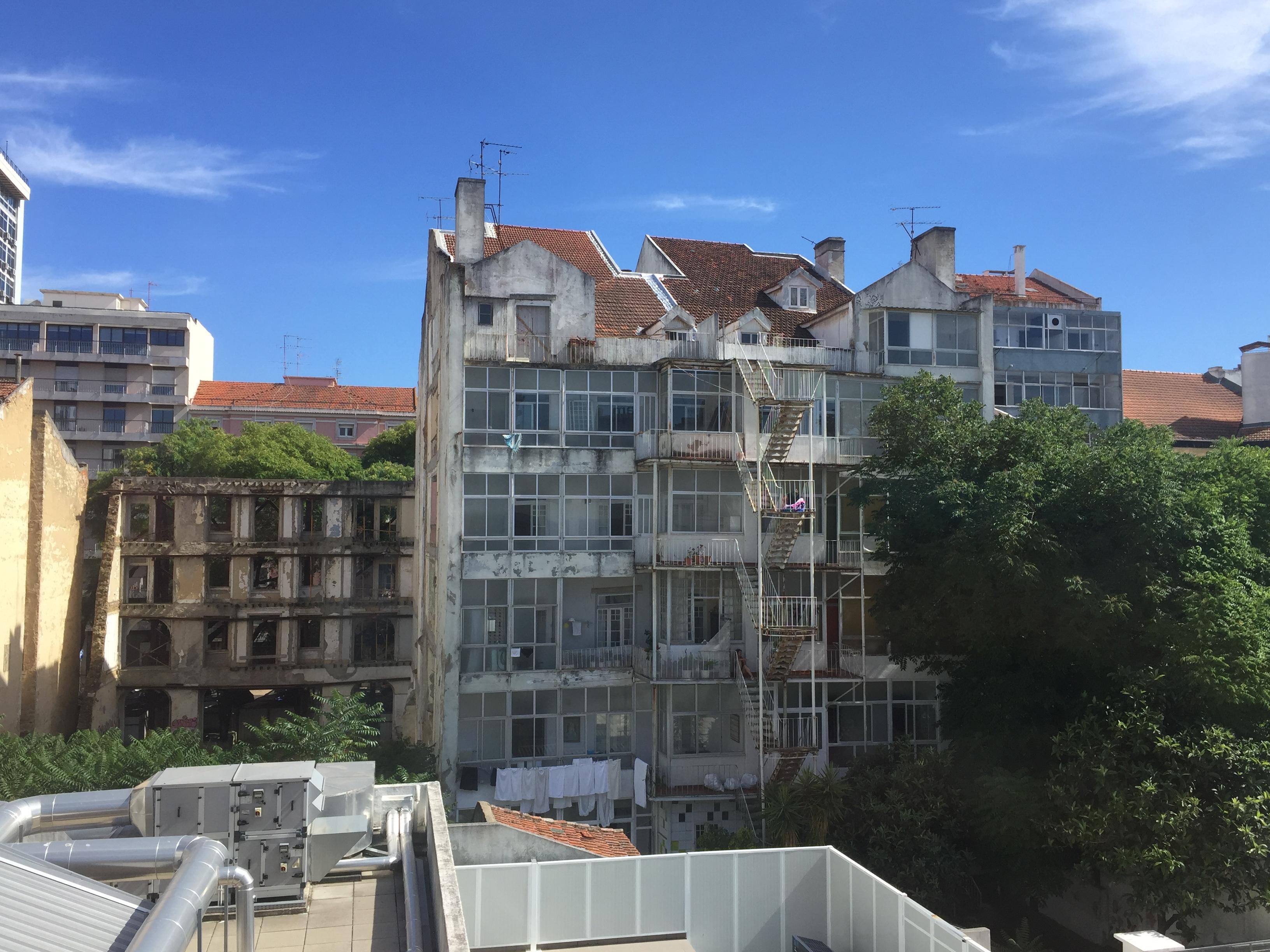 Avenida Elias Garcia: fotos do edifício um ano antes de cair