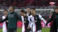 VÍDEO: Cristiano Ronaldo irrita-se com adepto que invadiu o campo