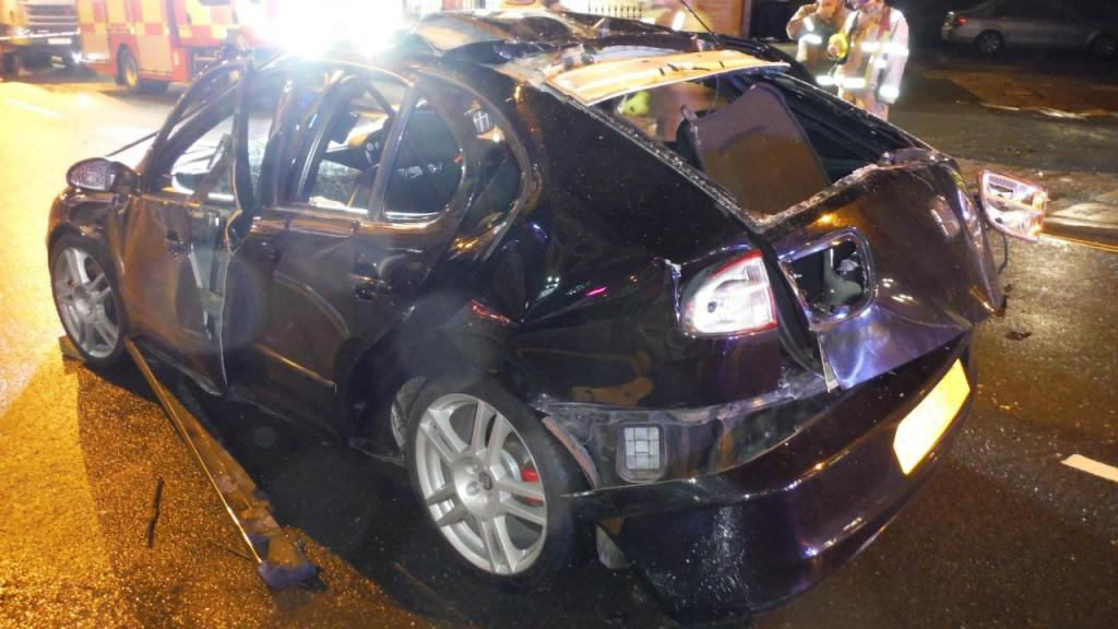 Carro explodiu em West Yorkshire