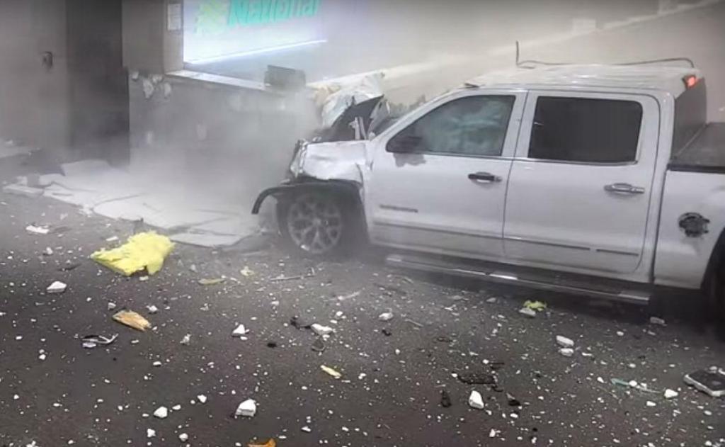 Acidente em terminal de aeroporto (reprodução YouTube «Sarasota Herald-Tribune»)