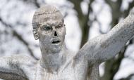 Estátua de Ibrahimovic outra vez vandalizada