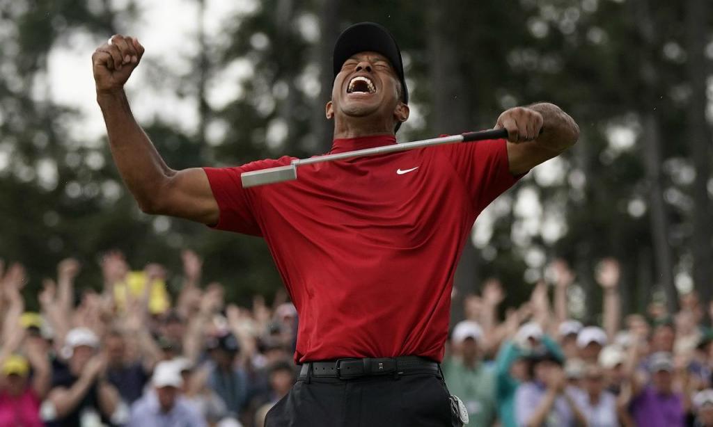Tiger Woods voltou a vencer no Grand Slam de golfe após 11 anos e conquistou o Masters 14 anos depois (AP Photo/David J. Phillip)