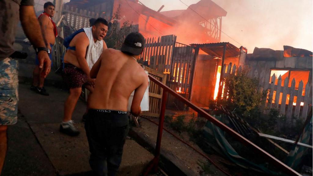Incêndios destroem mais de 100 casas no Chile