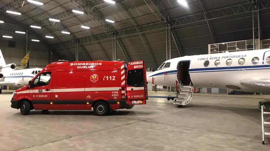 Força aérea transporta recém-nascido