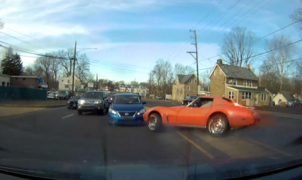 Acidente com um Corvette (Reprodução Youtube)