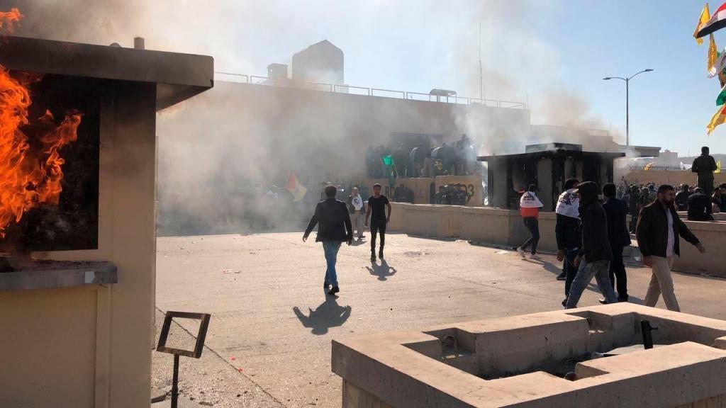 Manifestantes atacam embaixada dos Estados Unidos em Bagdade