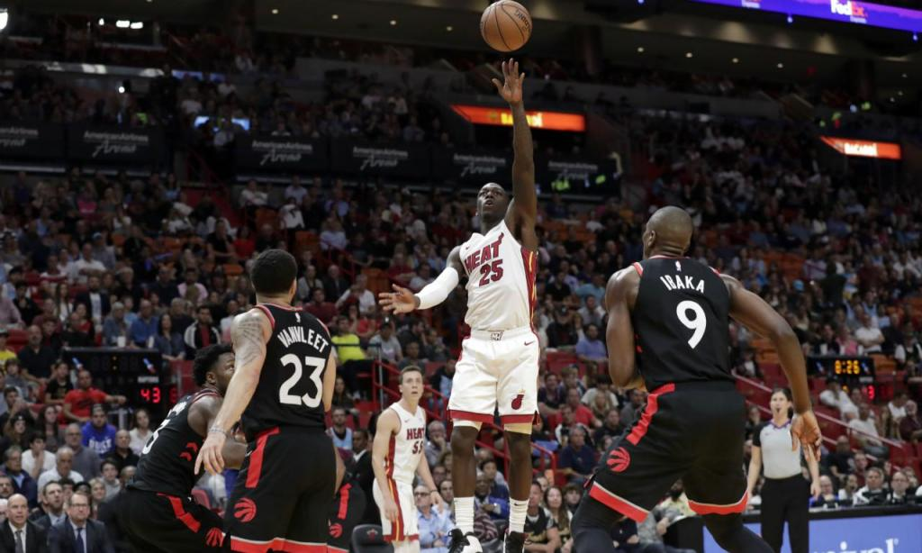 Miami Heat-Toronto Raptors (AP Photo/Lynne Sladky)