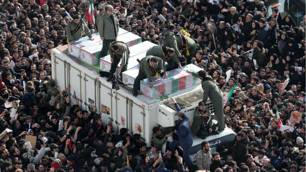 Dezenas de milhares em Teerão homenageiam o general Soleimani, morto pelos EUA