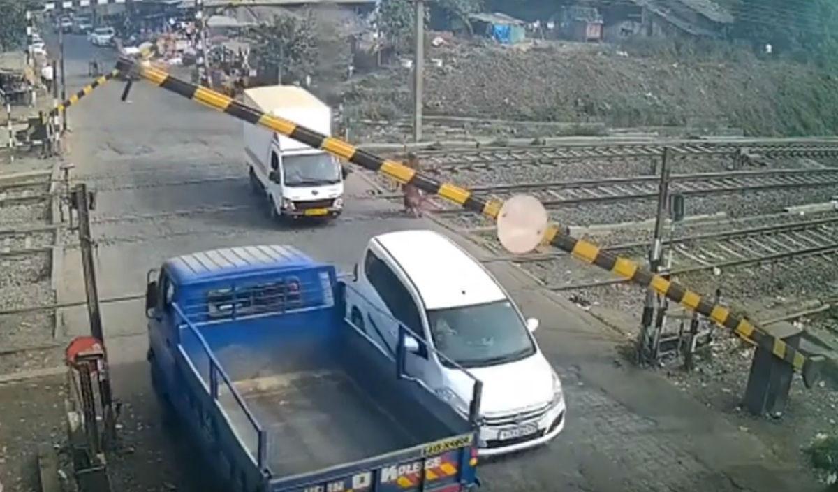 Acidente em passagem de nível (reprodução YouTube)