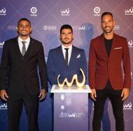 Jordan Santos ao receber o prémio de melhor jogador do mundo de Futebol de Praia