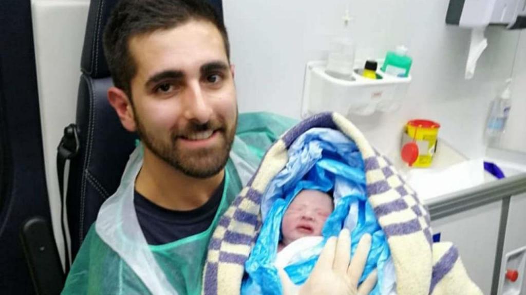Bebé nasce em ambulância dos Bombeiros no IC6