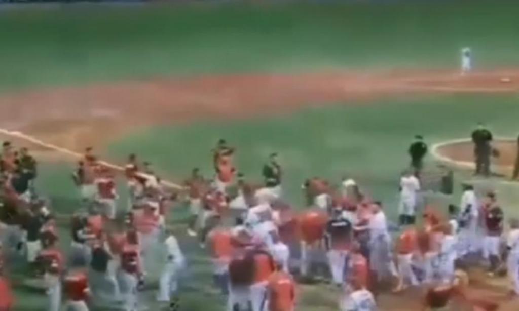 Batalha campal em jogo de basebol na Venezuela