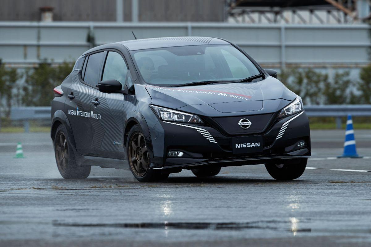 Nissan desenlvove o sistema e-4orce