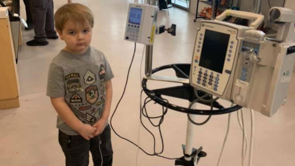 John Oliver venceu o cancro aos seis anos e foi aplaudido de pé quando regressou à escola