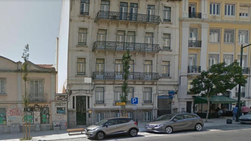 Prédio em risco na Rua Tomás Ribeiro