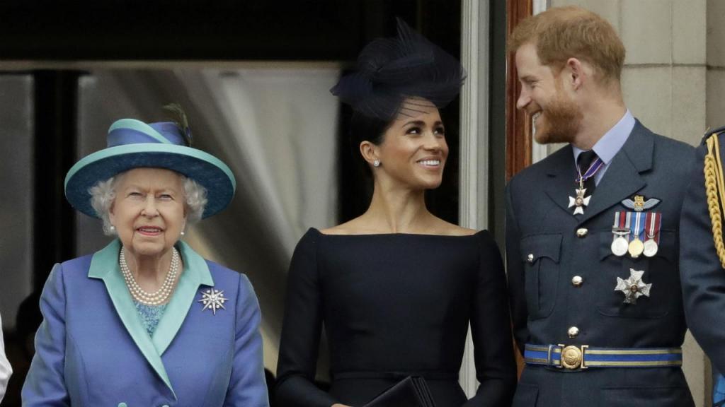 Rainha Isabel II com os duques de Sussex