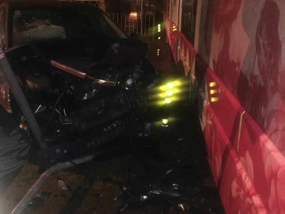 Carro colide com metro em Gondomar