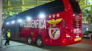 Autocarro do Benfica a chegar a Alvalade