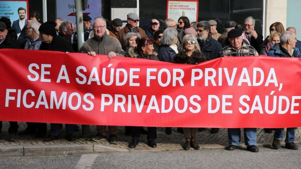 Utentes do Garcia de Orta protestam junto ao Ministério da Saúde