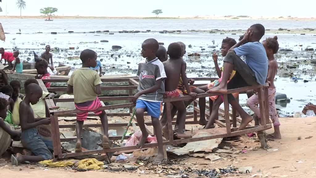 Projeto de Isabel dos Santos deixa 3 mil angolanos a viver no meio do lixo