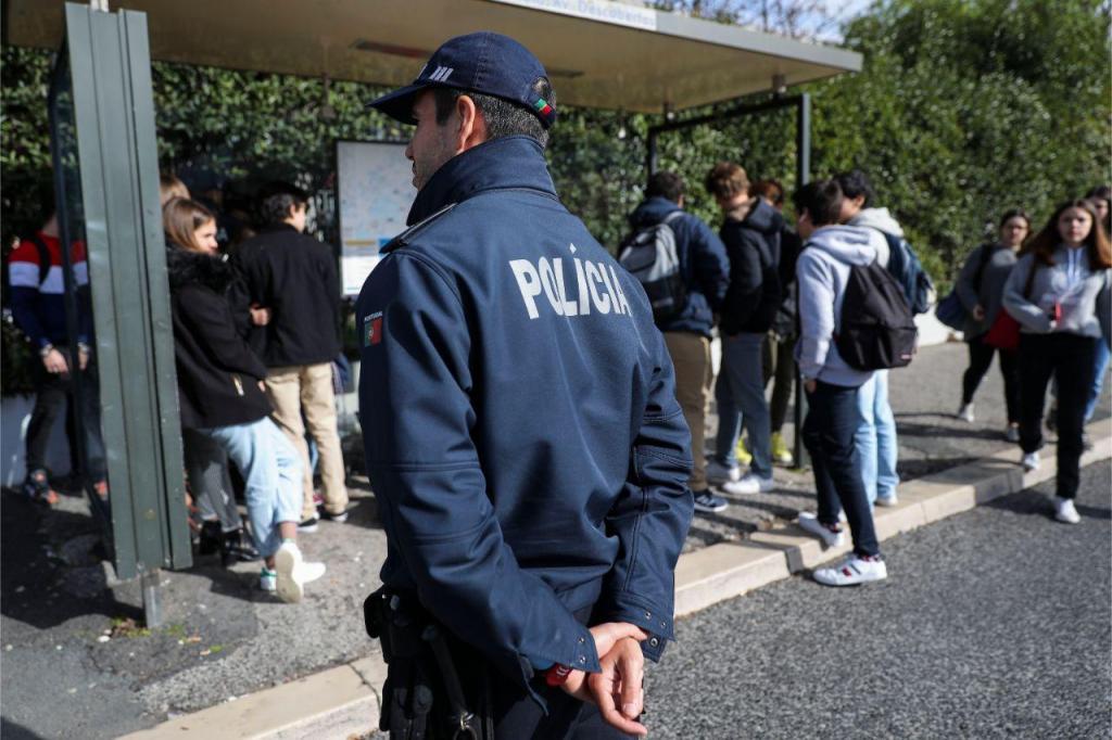 PSP numa ação de sensibilização em escolas de Lisboa