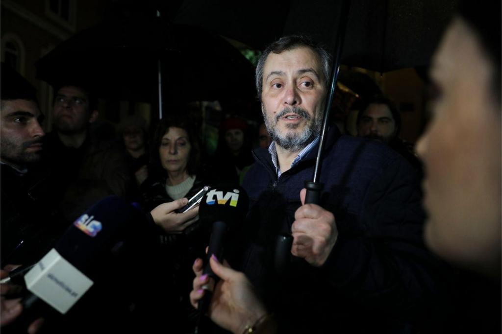 Mário Nogueira, da Fenprof, fala aos jornalistas sobre a greve nacional