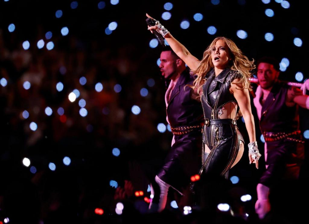 Shakira e Jennifer Lopez atuam no intervalo do Super Bowl